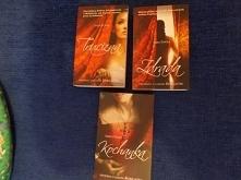 """Sprzedam serię książek """" Francesca Giordano""""- Sara Poole  Seria składa się z trzech książek :  - """"Trucizna"""" (tom 1)  - """"Zdrada"""" (tom 2)  - """"Ko..."""