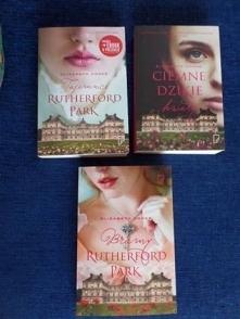 """Sprzedam serię książek """"Rutherford Park"""" - Elizabeth Cooke.  Seria składa się z trzech książek :  - """"Tajemnice Rutherford Park"""" (tom 1)  - """"Ciemne dziki..."""