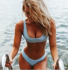Minimalistyczny kostium kąpielowy. dla kobiet o pięknych kształtach :P klikni...