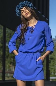 Fobya F544 sukienka chabrowa Komfortowa sukienka dzienna, wykonana z miękkiej jednolitej dzianiny, sukienka posiada gumkę w pasie