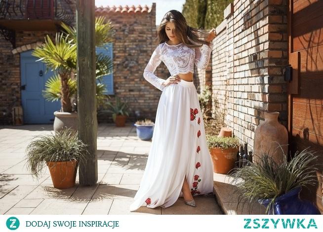 Dwuczęściowa sukienka - dół to haftowana spódnica szyta z 6 mb tkaniny. Góra to dopasowany top z delikatnej koronki. Całość szyta na miarę. Możemy wykonać spódnicę z innym wzorem haftu i w innym kolorze. Zapraszamy Lulu Design