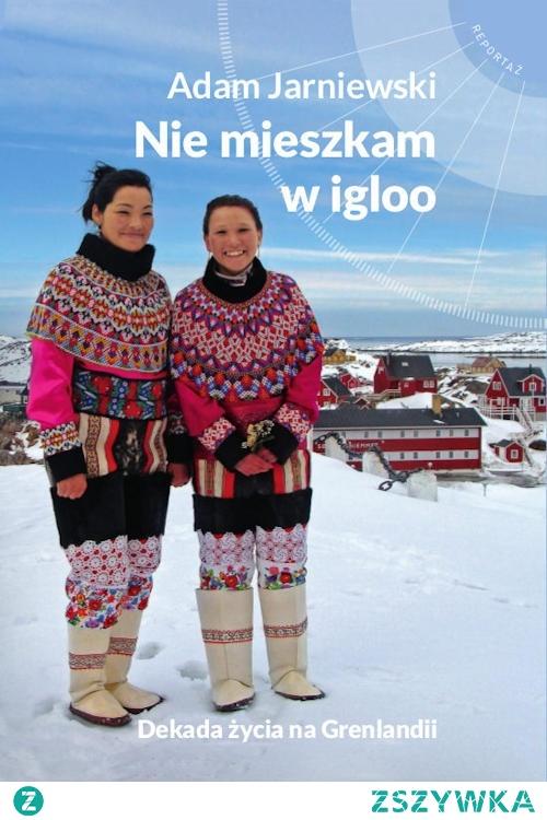 """Dlaczego na Grenlandii najważniejszym wyposażeniem domu jest zamrażarka? Co to jest """"kaffemik""""? Czy łatwo upolować renifera? Reportaż """"Nie mieszkam w igloo"""" jest bardzo interesującym zbiorem obserwacji z życia na tej niezwykłej wyspie. Adam Jarniewski wskazuje na liczne różnice kulturowe, które znacznie utrudniały mu aklimatyzację podczas 12 letniego pobytu. Uzupełnieniem są fantastyczne zdjęcia, przedstawiające grenlandzką przyrodę, kuchnię i architekturę."""