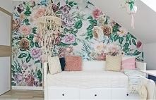 akcentowa ściana w kwiaty d...