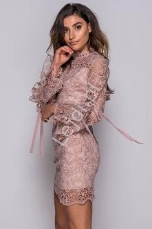 Koronkowa sukienka z wiązan...