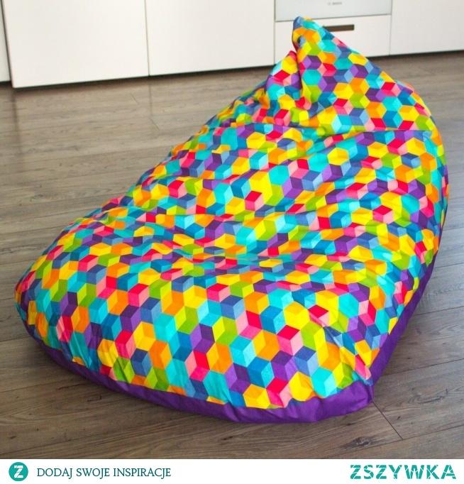 Pufa sako w kolorowe sześciany. fb MisioZdzisioSklep