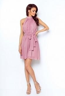 Szyfonowa sukienka z dekoltem typu halter powiększająca optycznie biust. Na tyle nieduże pęknięcie i wiązanie na karku. Sukienkę można nosić na dwa sposoby – puszczoną luźno lub...