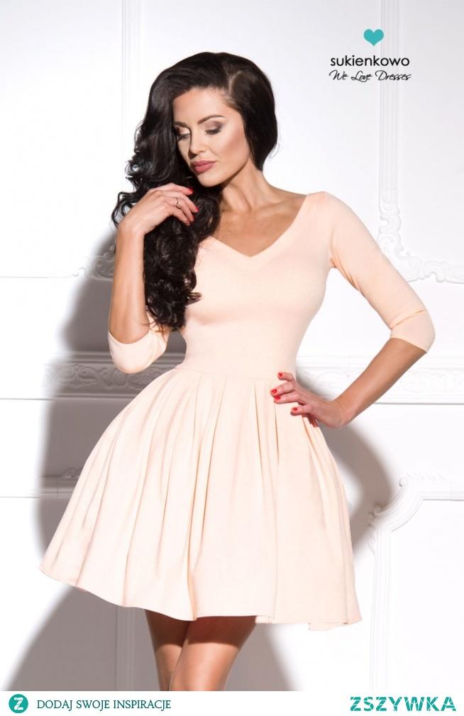 LISA - sukienka z dekoltem nude sukienkowo.com Kliknij w zdjęcie by przejść do produktu.