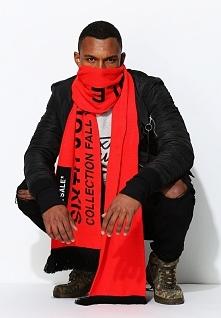 Czerwony Szalik Charismatic