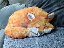 poduszka w ksztalcie spiacego liska.recznie malowana