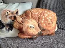 spiaca sarenka.poduszka recznie malowana