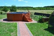 Okrągły basen drewniany o średnicy 5 metrów i wysokości 130 cm. Producent: TA...