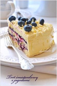 Tort śmietanowy z jagodami – przepis