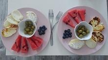 Serek halloumi, camembert, borówki, arbuz i oliwki. Pyszna wczesna kolacja :)