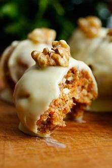 Zdrowe trufle marchewkowe w białej czekoladzie