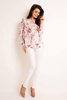 Elegancka koszula w kwiaty to propozycja dla nowoczesnych kobiet. Możemy złożyć ją do spodni albo spódnicy. Delikatny i przyjemny materiał prawi, że koszula zostanie z Tobą na d...