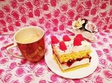 Dzisiaj ciasto biszkoptowe z masą śmietanową ,malinami i galaretką .   Biszko...