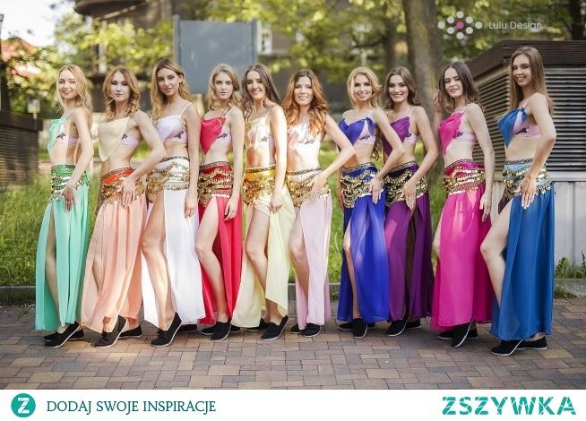 Wybory Miss Beskidów, dziewczyny w strojach z układu tanecznego. Projekt i wykonanie Lulu Design