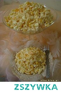 Żółta sałatka Składniki: 1 woreczek ryżu 5 jajek 1 żółta papryka 250 g sera żółtego 100 g twardej mozzarelli 1 puszka ananasa 1 puszka kukurydzy 1 słoik selera 6 łyżek majonezu 3 łyżki jogurtu naturalnego Wykonanie: Ryż ugotować w osolonej wodzie, odstawić do ostygnięcia. Jajka ugotować na twardo, obrać, pokroić w kosteczkę. Paprykę umyć, oczyścić, następnie pokroić w kostkę. Ser żółty, oraz mozzarellę również pokroić w kostkę. Ananasy odsączyć, pokroić w ósemki. Kukurydzę i selera odcedzić. Wszystkie składniki przełożyć do miseczki, dodać majonez i jogurt naturalnie, dokładnie wymieszać.