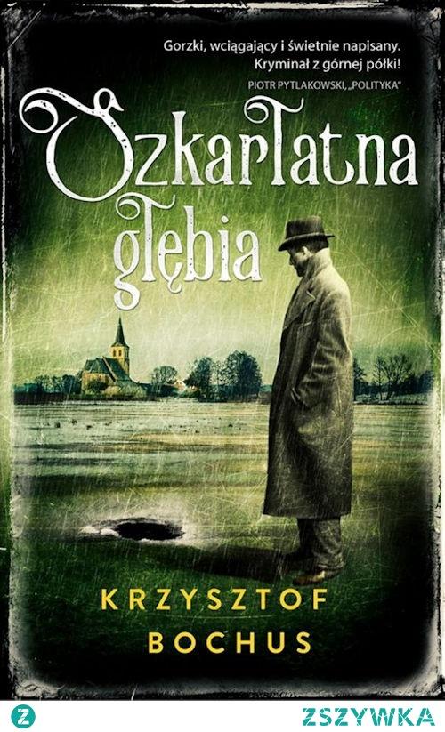 """Długo zastanawiałam się, jak zrecenzować """"Szkarłatną głębię"""" Krzysztofa Bochusa. Z jednej strony książka jest fajna i ciekawa, ale z drugiej nie na tyle wciągająca, żeby oszaleć na jej punkcie. Sami widzicie, że czeka mnie ciężkie zadanie, powieść była dobra, więc na pewno nie mogę jej skrytykować, ale zachwycać się nią nie będę. Co najgorsze, ciężko mi też wskazać konkretne przykłady, które sprawiły, że mam takie, a nie inne odczucia. Pochylmy się jeszcze raz nad książką i może wtedy uda mi się ustalić, o co tak naprawdę chodzi..."""