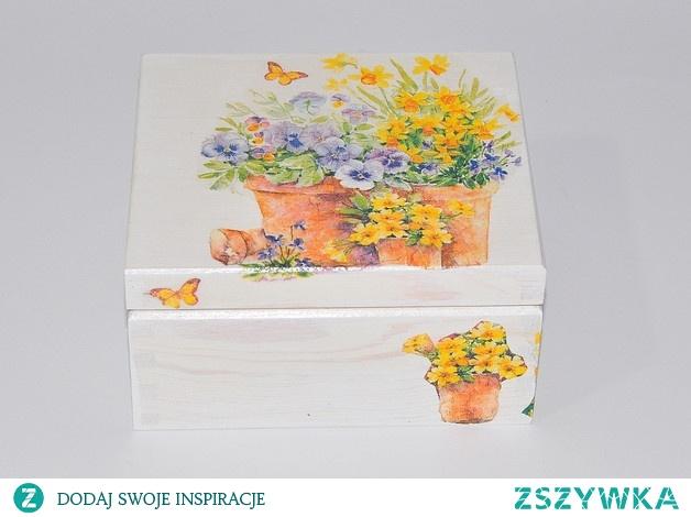 kolorowe drewniane szkatułki Decoupage