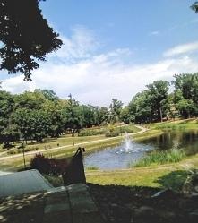 Łódzki park Helenów. Na początku swojego istnienia był miejscem elitarnych spotkań, pełny przeróżnych atrakcji. Park był zbudowany dla zysków, ogrodzony, a wejście do niego dość...