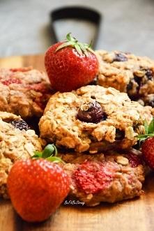 Szybkie, owsiane ciasteczka z owocami FIT