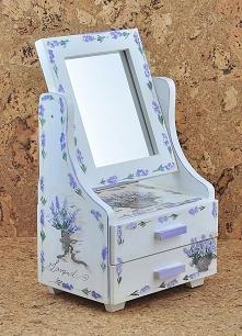 Toaletka w romantycznym sty...