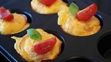 Małe omlety w muffinkowych foremkach