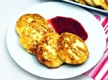 Serniczki z patelni  Składniki:      0,5 kg twarogu trzykrotnie zmielonego lub gotowego sera do serników (z wiaderka)     5 łyżek mąki     3 łyżki cukru     1 jajko     3 łyżki ...