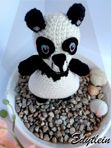 Panda z bliskiego ujęcia, najwięcej pracy zajęła mi mordka. Czy przypomina pyszczek prawdziwej pandy?