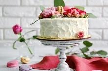 Tort pomarańczowy z białą czekoladą        Ciasto:      175 g miękkiego masła     175 g złocistego cukru     skórka otarta z 4 pomarańczy     sok wyciśnięty z 1 pomarańczy     4...