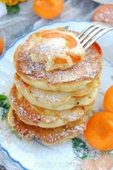 Racuszki z morelami  Ciasto: • 2 jajka, • 1 cukier waniliowy, • 3 płaskie łyż...