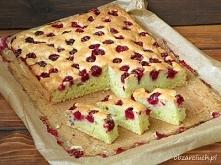 Ciasto z cukinią i owocami