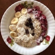 Pyszna owsianka idealna na śniadanie. Oto mój przepis : --> 100 gram płatków owsianych ( u mnie gotowanych na maślance) --> Szklanka maślanki naturalnej,--> 1 Banan, --...