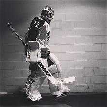 """""""90 procent hokeja to głowa, a druga połowa to ciało""""  ~ Wayne Gretzky"""