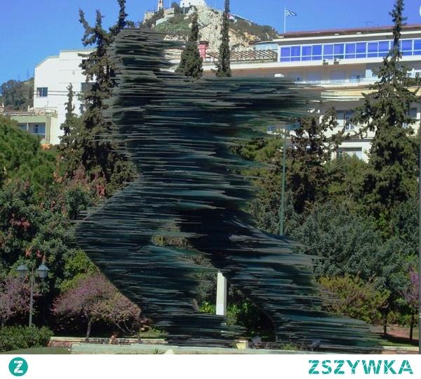 """Art. glass """"The Runner"""" w 1988 roku powstała szklana rzeźba -""""Dromeas"""" 8 metrów. Κώστας Βαρώτσος."""
