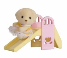 Sylvanian Families Przenośny zestaw dla dziecka (piesek na zjeżdżalni) 5204