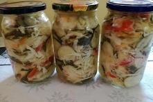 Sałatka warzywna z ogórkami i kapustą