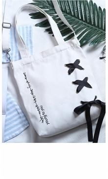 Biała torba płócienna Young to You doskonała na plażę ale także i na co dzień. Szerokość: 27 cm, Wysokość: 34 cm, Grubość: 6 cm