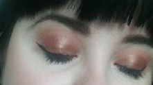 Makijaż oczu i brwi. Cienie HudaBeauty, Eyeliner Maybelline
