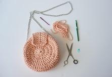 Zobacz, jak zrobić torebkę ze sznurka bawełnianego.