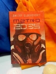 Metro 2035. Kontynuacja i zakończenie historii Artema. Ukoronowanie i zamknięcie kultowego cyklu Metro 2033, który właśnie staje się kompletną trylogią. Na tę powieść miliony cz...