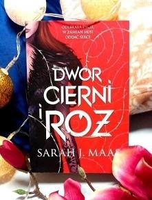 """Autorka bestsellerowej serii """"Szklany Tron"""" powraca z porywającą opowieścią o miłości, która jest w stanie pokonać nienawiść i uprzedzenia!  Co może powstać z połączen..."""