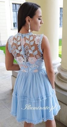 Piękny tył sukienki z kolek...
