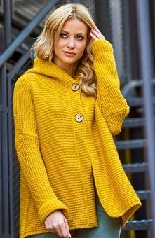 Makadamia S70 sweter musztardowy Wygodny sweter damski w pięknym musztardowym kolorze, świetnie sprawdzi się na co dzień, sweter posiada lekki krój oversize co gwarantuje wygodę...
