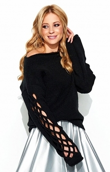 Makadamia S65 sweter czarny Ciekawy luźny sweter damski ozdobiony pięknym splotem na rękawach, idealny na każdą porę roku, sweter stanowi doskonałe uzupełnienie każdej stylizacj...