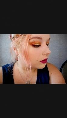 Niedawno zaczęłam swoją przygodę z makijażem i bardzo podobają mi się wyrazis...