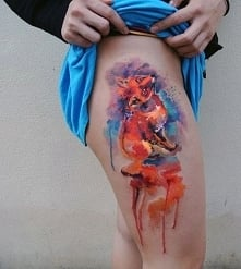tatuaże damskie piękny lisek na udzie