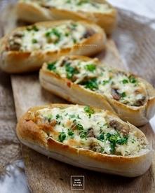 bułki z serem i pieczarkami