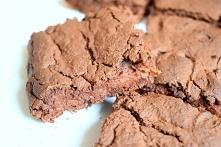 Czekoladowe ciasto proteinowe
